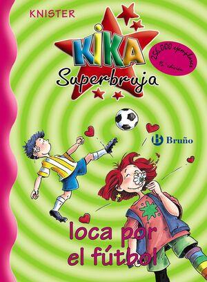 Kika Superbruja loca por el fútbol